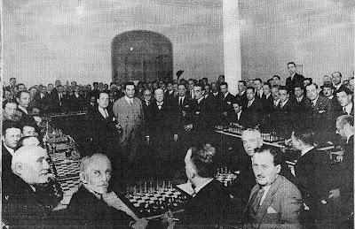 Simultáneas a cargo de Richard Reti en la sede del Club d'Escacs Barcelona en el Café Novedades, 6 de mayo de 1927