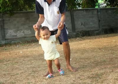 Anak usia 15 bulan belum bisa jalan