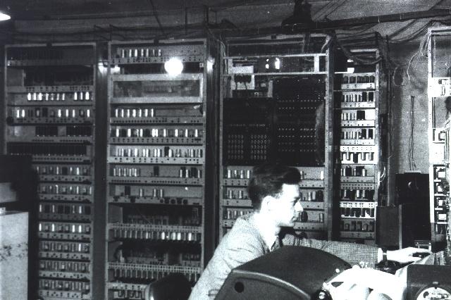 Quin invent sistema binario para las computadoras