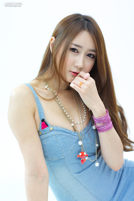 Han Chae Yee Sexy in Denim Mini Dress