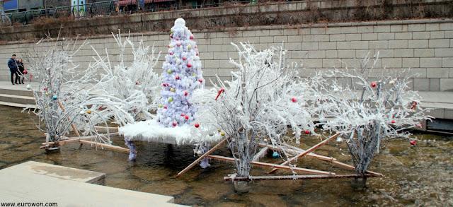 Árbol de Navidad de hielo en el centro de Seúl