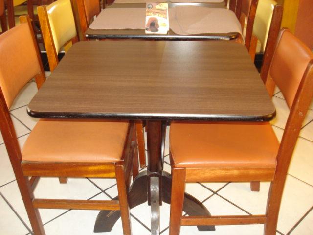 Mars solu es em materiais em desuso cadeiras e mesas for Mesas para restaurante usadas