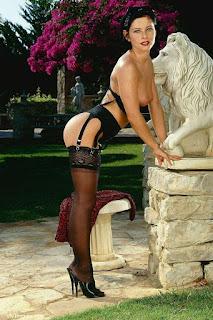 Naked brunnette - rs-VivThomas_Vera---brunette-in-a-red-dress_Vera-A_by_Viv-Thomas_high_0010-756142.jpg