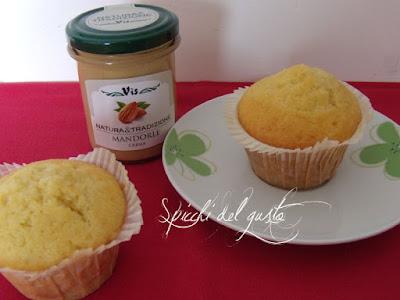 Muffin con crema di mandorle