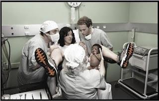 smešna slika: čovek iznenađen tokom porađanja supruge