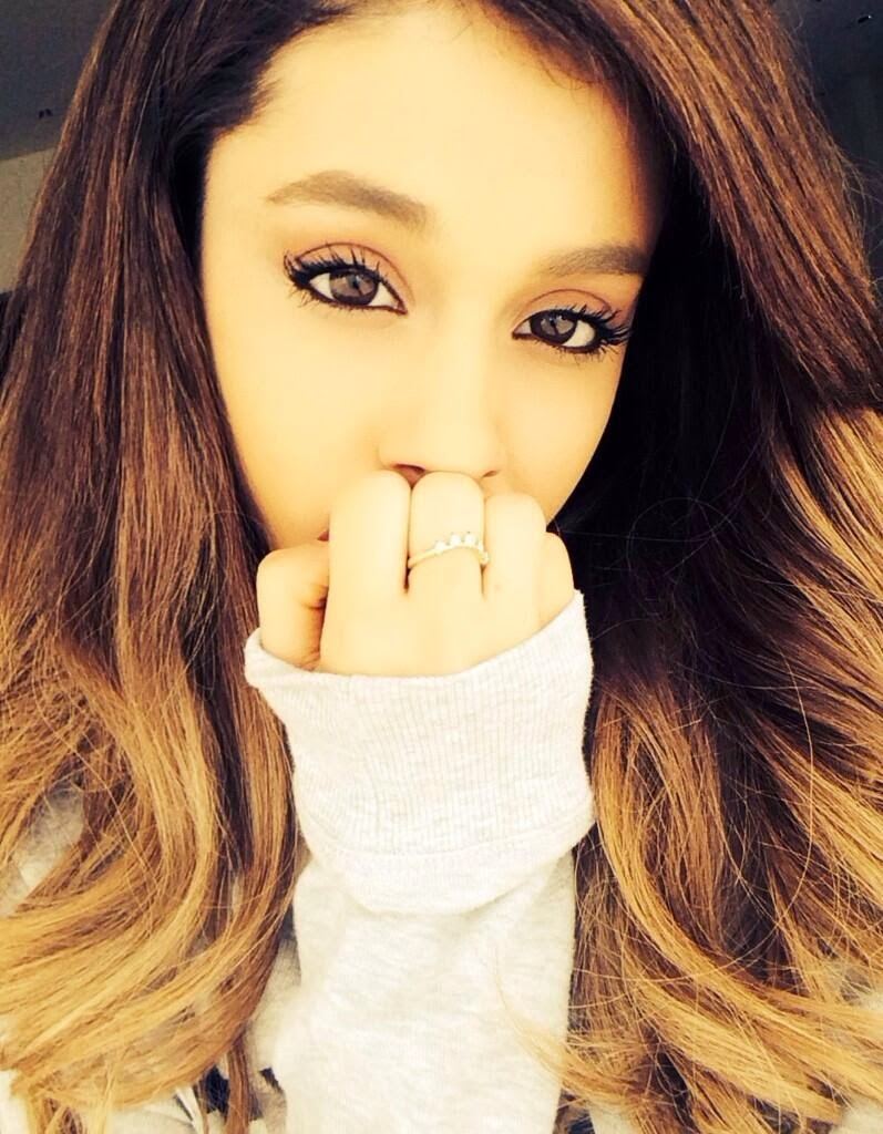 Ariana Grande bugil