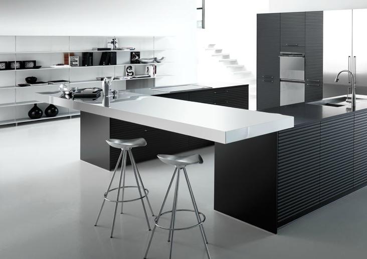 20 formas de incorporar una mesa en la cocina cocinas for Mesa barra cocina