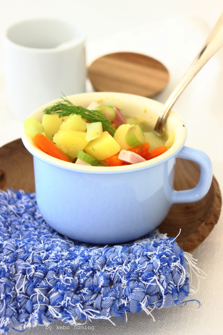 Gemüseeintopf mit Selchfleisch für die Rettungsgruppe von Wirrettenwaszurettenist mit Rezept vom Südtiroler Foodblog kebo homing, Foodstyling und Fotografie