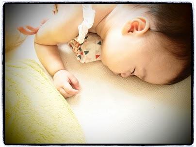 赤ちゃんの保冷剤入り枕