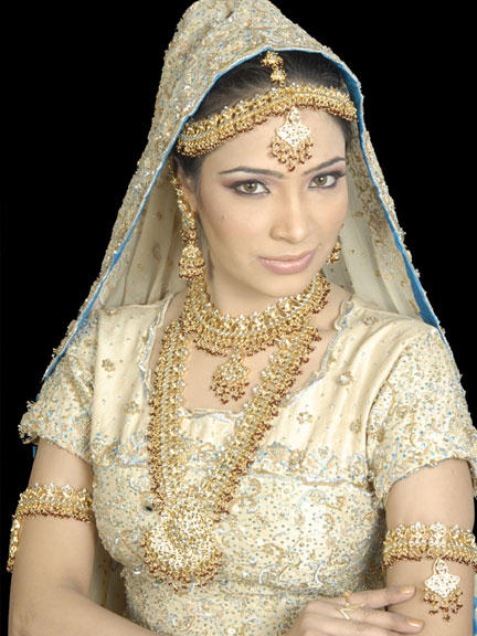 South indian wedding dresses for girls wedding pictures for Indian wedding dresses for girls