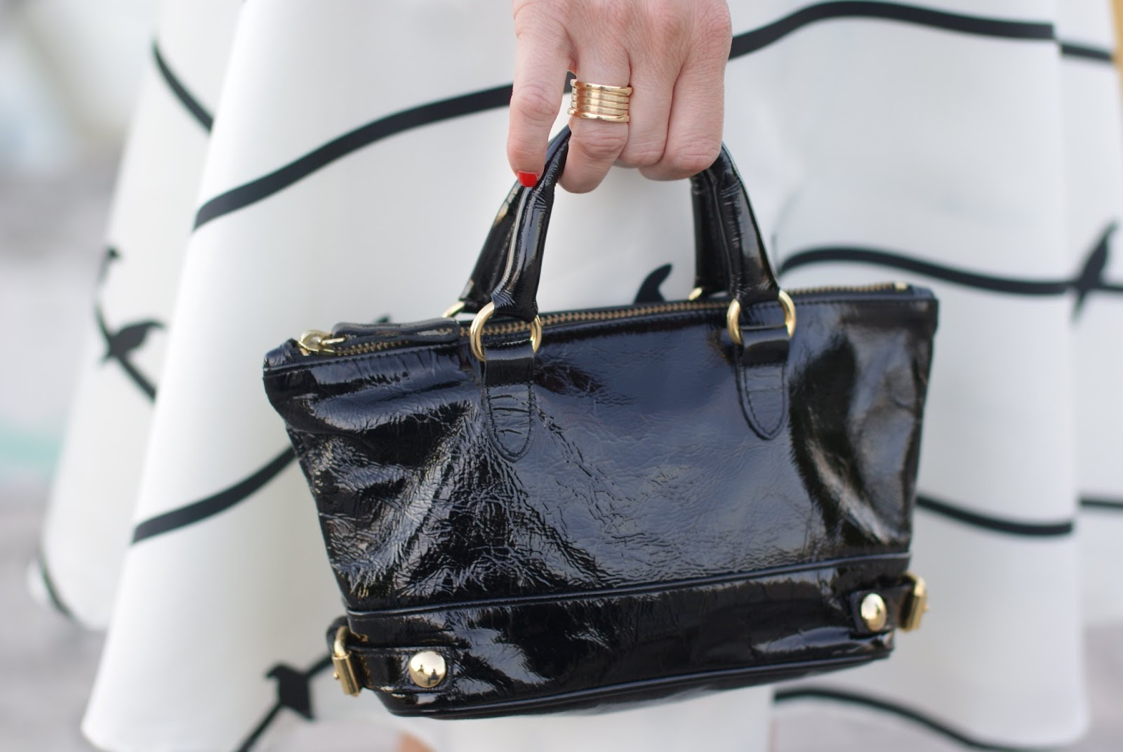 Le Solim borse, mini borsa in vernice, BVLGARI BZero ring, mini bag trend on Fashion and Cookies fashion blog