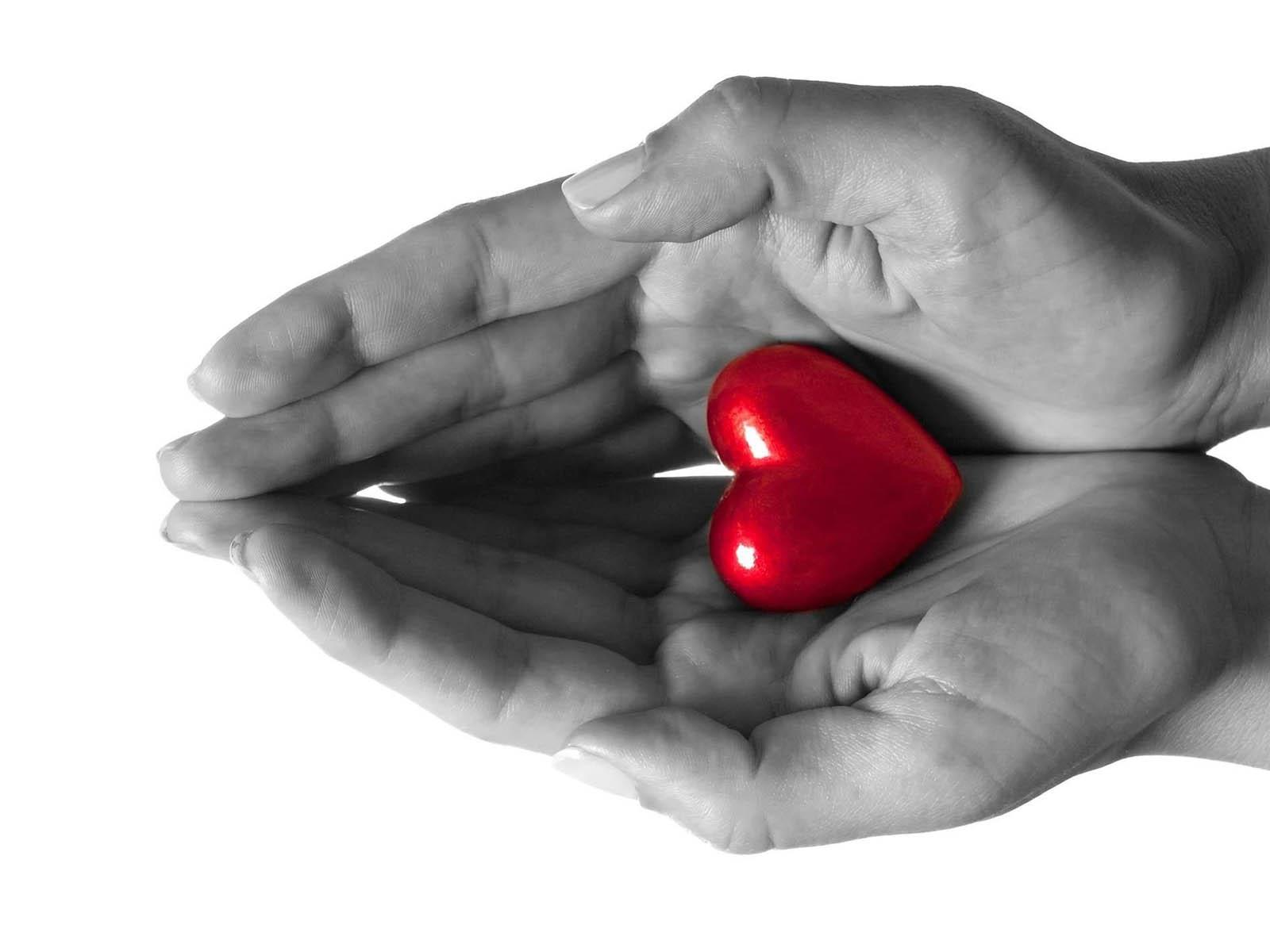 Gambar Tangan dengan Simbol Love cinta