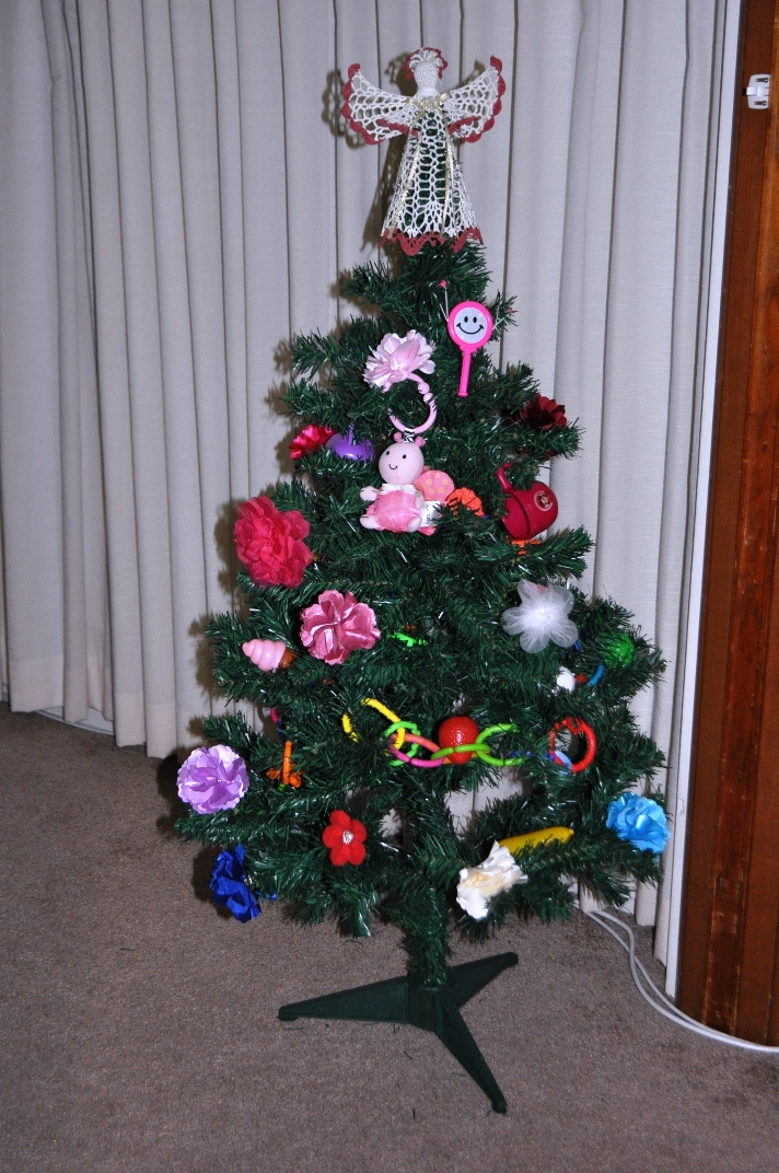 Christmas Tree With Toys : Mom daughter style toy decorated christmas tree