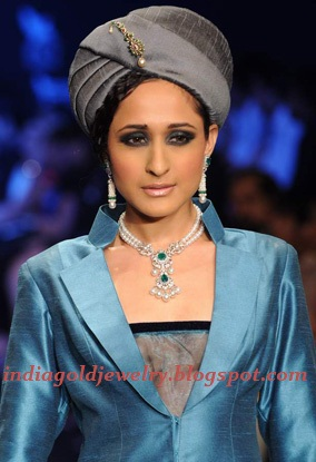 Two layered pearl chain with emerald Diamond Pendant by Tanishq