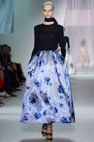 Лъскава пола с цветя на Christian Dior