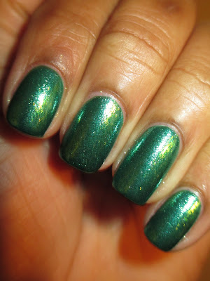Zoya, Ivanka, green, glass flecked, glitter, glitz, nails, nail art, nail design, mani