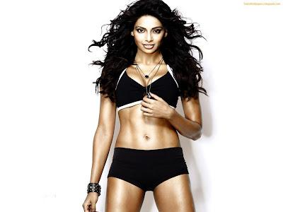 Bipasha Hot hd wallpaper in hot black