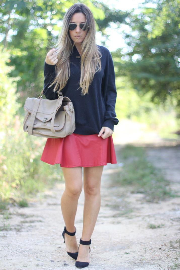 Red skater skirt fashion blogger Mónica Sors