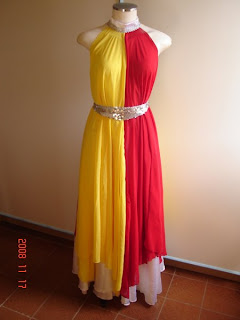 Modelos em vermelho e amarelo