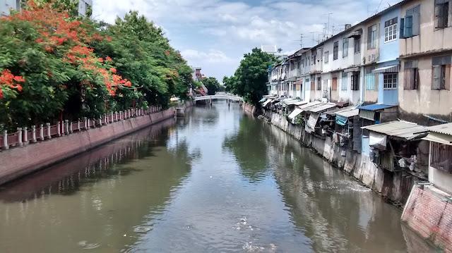 thailand canal local homes