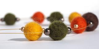 Filzkette Herbstwald in grün, gelb, orange, braun