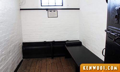 edinburgh castle prison