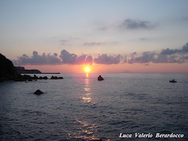 PARGHELIA - Tramonto su Stromboli  -  Clicca la Foto