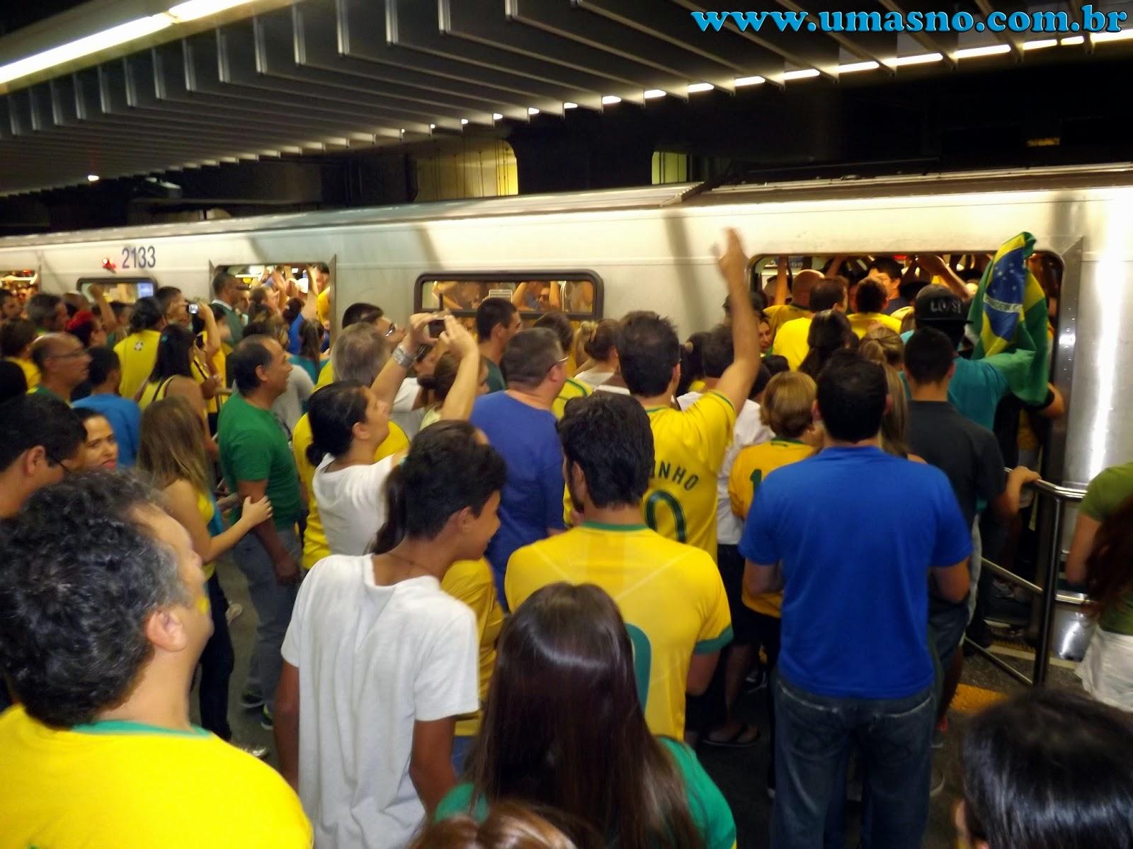 Metrô de São Paulo com Manifestantes do dia 15 de Março - Um Asno