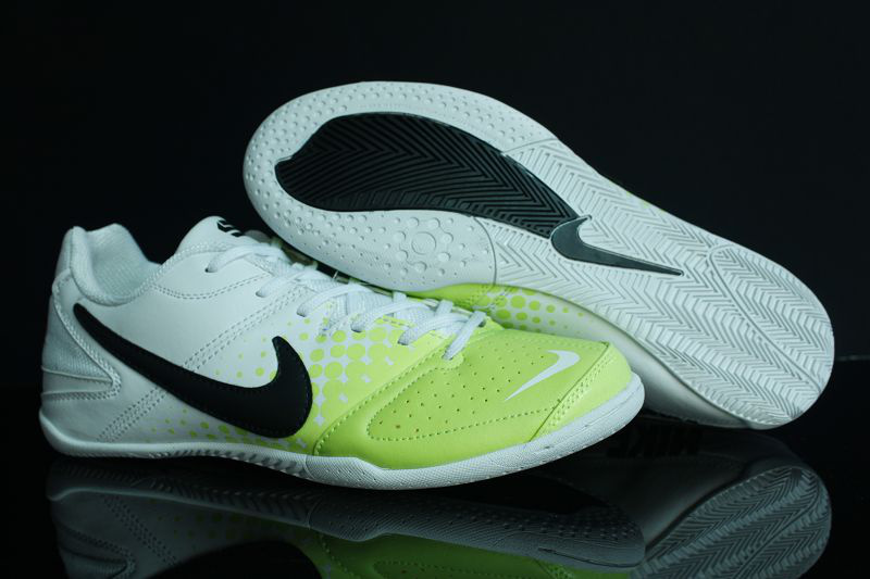 nike junior indoor soccer shoes