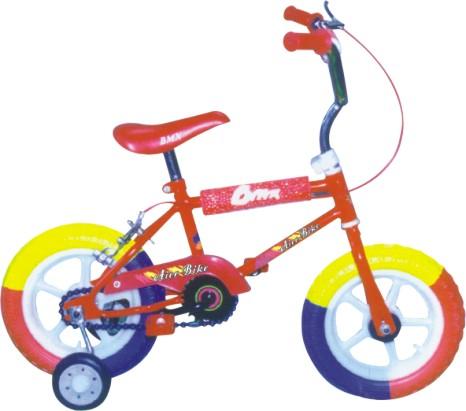 na may training wheels o yung may apat na gulong