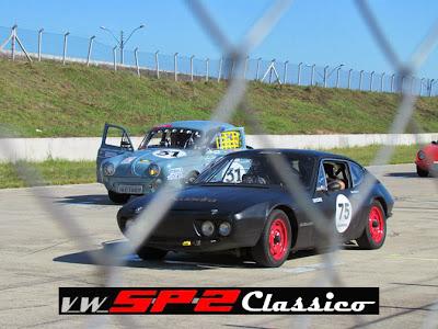 Um Volkswagen SP2 nas pistas_1