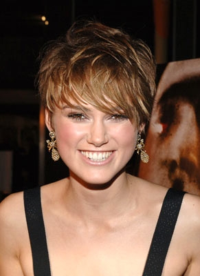 round face short hairstyle