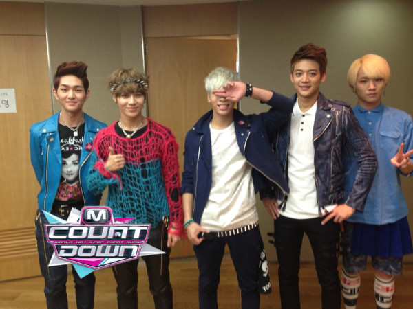 Shinee with Jonghyun on M! Countdown 130523