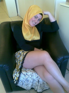 http://majalahkonyol.blogspot.com/2013/03/foto-bugil-memakai-jilbab-bukan-muhrim.html