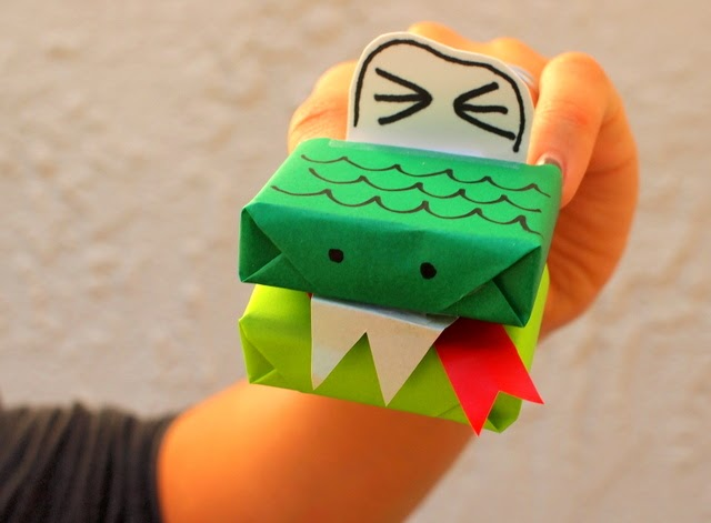 make a snake puppet- fun kids' craft!