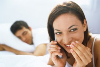 10 Alasan mengapa Wanita selingkuh