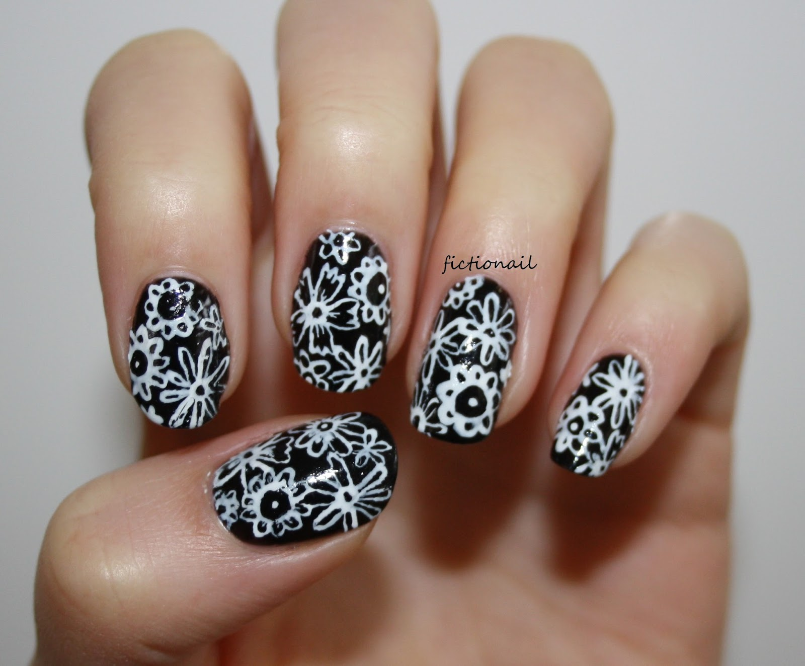 Black and white flower nails prinsesfo Image collections
