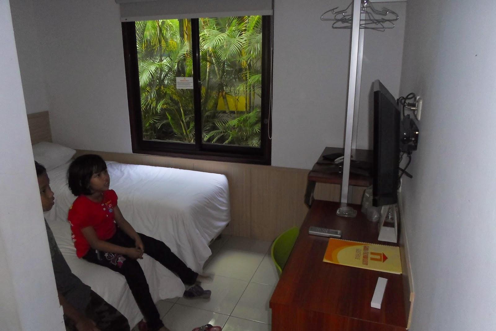 Catatan bhayubajra mudik 2014 part 4 jalan jalan di for Dekor kamar hotel di bandung