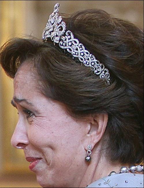 <b>Princess Basma</b> - Scroll%252BTiara%252B()%252BQueen%252BZein%252Bhere%252BPrincess%252BBasma%252B5