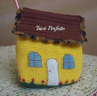 Necessaire em forma de Casinha em crochet