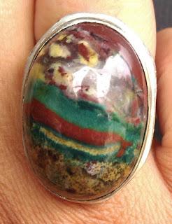 http://anekapermatamulia.blogspot.com/2015/07/mengenal-lebih-dalam-batu-pancawarna.html
