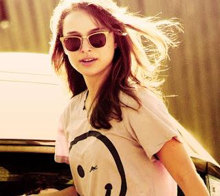 Natalie Portman in dark lenses sunglasses