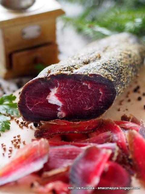 ligawa pończoszanka , ligawa wołowa , wołowina w pończosze , wędliny domowe , mięso , zioła , wyroby domowe , zrób to sam , domowe przetwory , domowe jedzenie , kuchnia polska , najlepsze przepisy , najsmaczniejsze dania
