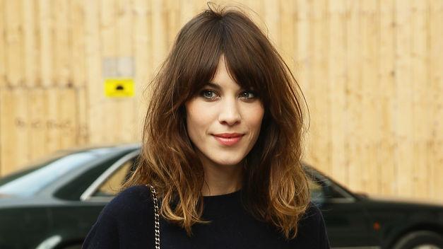 15 formas de llevar el pelo rizado Vogue - Peinados Informales Pelo Rizado