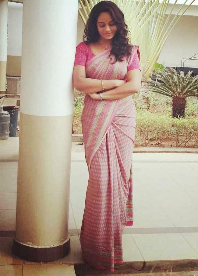 Actress Suja Varune In Cotton Saree