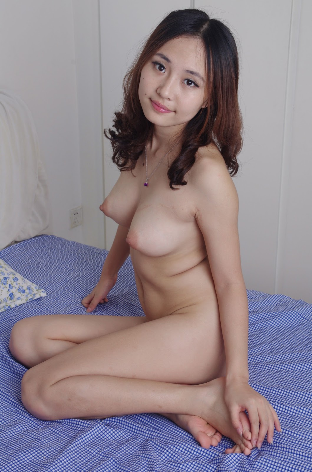 Cute naked thai girls