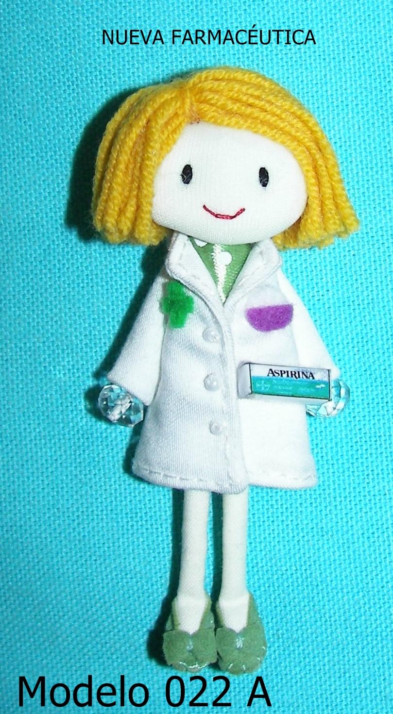 Pingas de Fieltro: Muñeca broche Farmacéutica