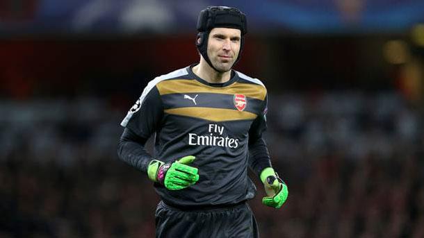 Cech no podrá jugar contra el Barça en el Camp Nou