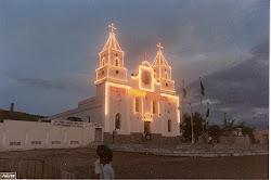 FESTA DE SANTO ANTONIO - 1989 - A matriz de Santo Antônio em Caridade, iluminada para a Festa.