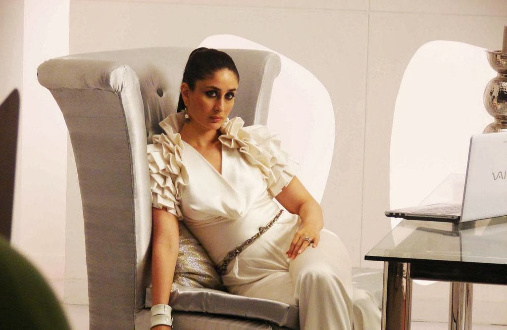 Kareena Kapoor cameltoe pics,Kareena Kapoor pussy shape underwear cut visible in her tight pants and white underwear